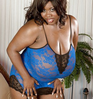 Fat ebony with huge boobs Summer Lashay posing in lacy lingerie and stockings