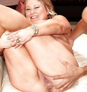 Busty bbw in blue underwear Sienna Hills fingering pussy while her tits are licked
