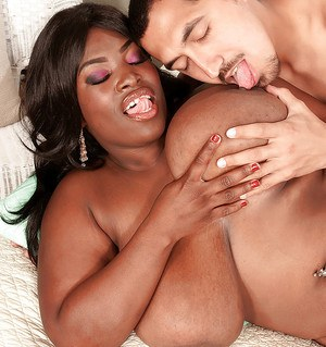 Black bbw Cassidi Jai denudes her boobs and performs a hot blowjob