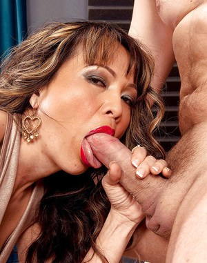 Sexy mature Kira Lynn giving out blowjobs and fucking fiercely