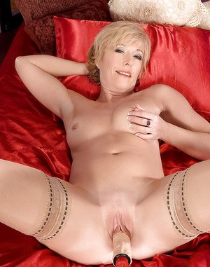 Mature woman in nylon stockings Chanel Carrera gets off with a thick vibrator
