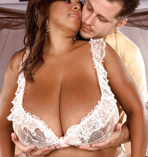 Ebony fatty Vanessa Del spreading legs and showing big melons for a horny man