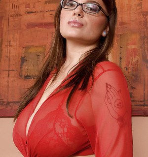 Fat babe in short skirt and glasses Ariana Angel demonstrating her yummy curves