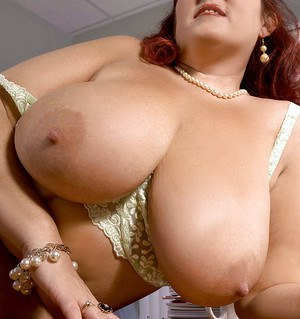 Busty plumper in nylon pantyhose Peaches LaRue gets off with a pink dildo