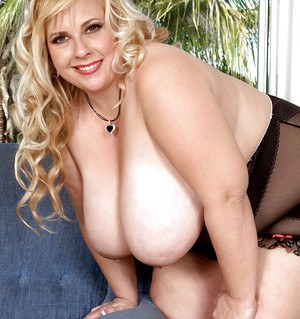 Chubby mom Cassie Blance takes off fashion lingerie and masturbating outdoor