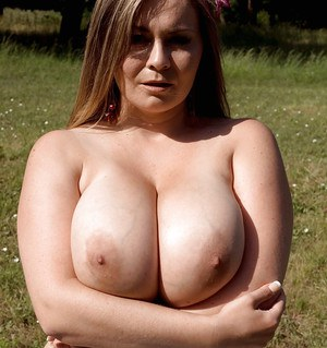 Big titted plumper gets naked on the picnic and masturbates fiercely