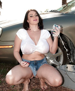 Hot bbw in tiny jean shorts Karla James goes wet and topless at the carwash