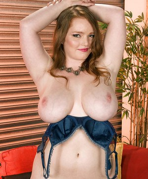 Redheaded bbw on heels Contessa Rose goes naked and posing seductively