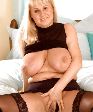Fat mature blondie shos boobs and rubs her insatiable cunt.
