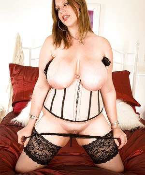 Amazing BBW Amber Lee puts her naughty hand in the panties.