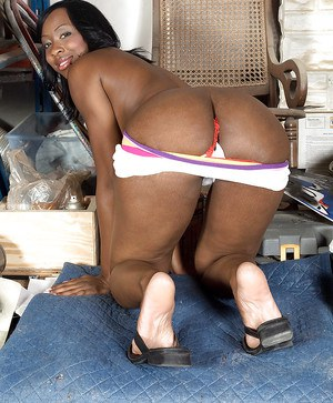 Ebony amateur Kiki Carter demonstrating firm butt and playing with black dildo