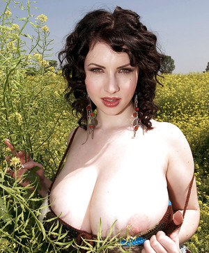 Beauteous babe Karina Hart exposing fat boobs and toying in the field