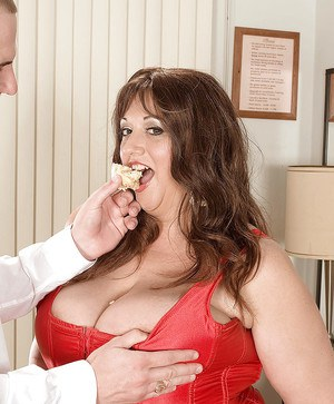 Jammie Jennie comes to the restaurant to get her fat breasts fucked and creamed