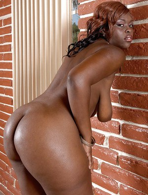 Ebony hottie Hershey Bryant stripping from bikini and showing off black booty