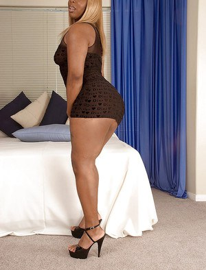 Sexy ebony blond taking off minidress and showing off fat ass and hot twat