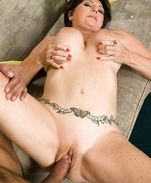 Mature bbw seductress Bea Cummings stripping nude and getting her cunt fucked