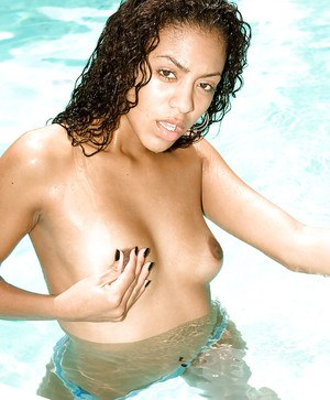 Terrific black babe young Gia Jones poses nude on outdoor pics