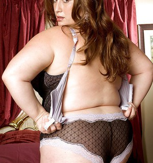 Nikki Cars is a beautiful fatty who loves dressing up in classy lingerie and showing off her massive big tits.