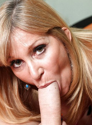 Foxy MILF lady Jessica Sexxxton enjoys company of handsome young stud as she enjoys riding on his throbbing dick very passionately.