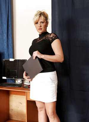 BBW mom pulling up tight skirt and panties to masturbate in the office