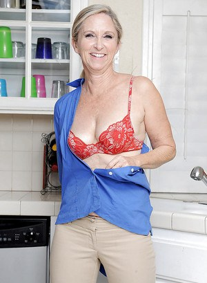 Mature mom Annabelle Brady revealing boobs and spreading pussy in the shower
