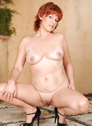 Lusty rehdead fatty shows off her hot mature body outdoor