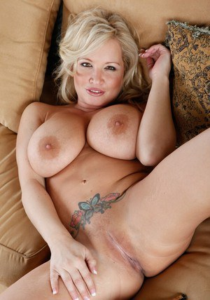 BBW model Rachel Love playing with her heavy boobs for you