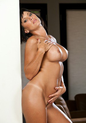 Hot solo show from Lezley Zen � a mouthwatering busty wife