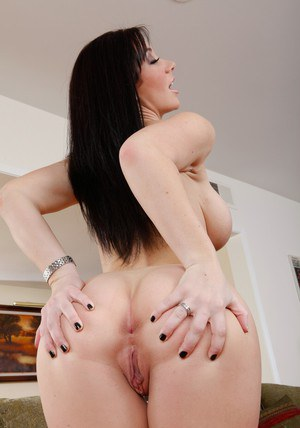 Jayden Jaymes and her ass and big titties – the perfect curves
