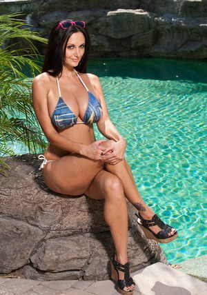 Ava Addams – incredibly hot busty milf stripping by the pool