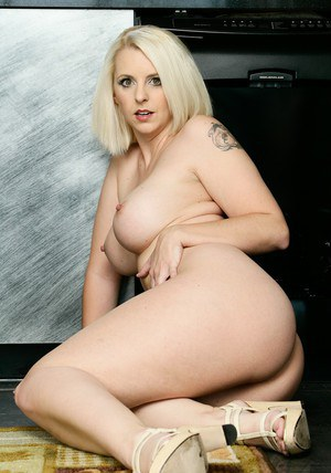 BBW milf juggs of white-skinned Mandy Sweet exposed to you