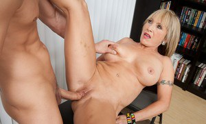 Mature Latina Luna Azul rides a nice-sized piece of hard meat