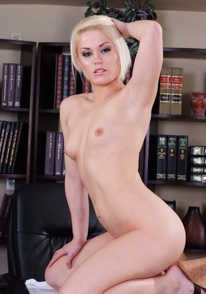 Sexy coed hottie Ash Hollywood rubbing shaved pussy on the table