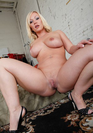 Puffy wife Austin Taylor spreading her sweet pussy and posing in heels