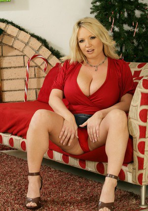 Blond BBW MILF Rachel Love brings out puffy jugss from her red bra