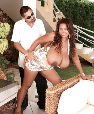 Black fatty Vanessa Del lets a guy to have fun with her enormous boobs