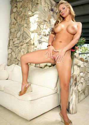 Delightsome wife Phoenix Marie denudes big tits and comely butt