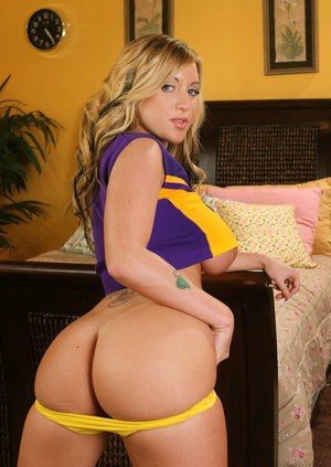 Busty cheerleader babe Memphis Monroe shows amazing boobs and wet pussy
