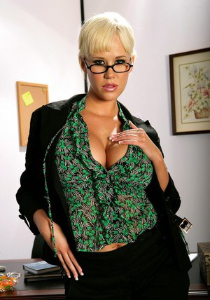 Stunning office babe in glasses Carly Parker denudes round boobs