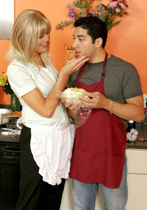 Mature blonde Liz Summers teaching a stud to cook and fuck pussies