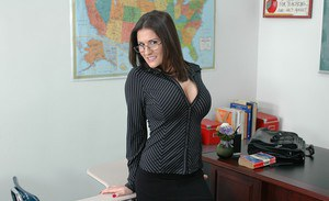 Sizzling MILF teacher in glasses Austin Kincaid flaunting nude in class