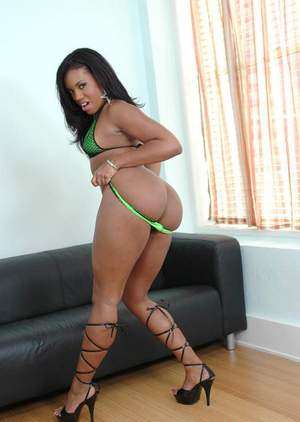 Sexy black babe Sydnee Capri denudes big ass from green panties
