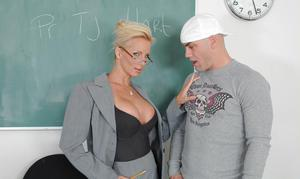 Tj hart naughty america teacher apologise
