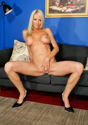 Mature blonde with perfect boobs and big ass Emma Starr flaunting nude