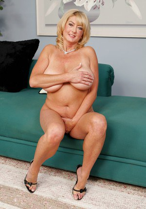 Chubby granny Rheina Shine denudes huge juggs and spreads cunt