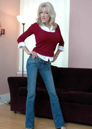 Busty mature Lexi Carrington strips from jeans and pleases her pussy