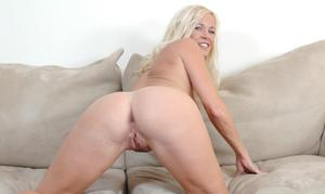 Beauteous mom Totally Tabith showing off big ass and cute tits