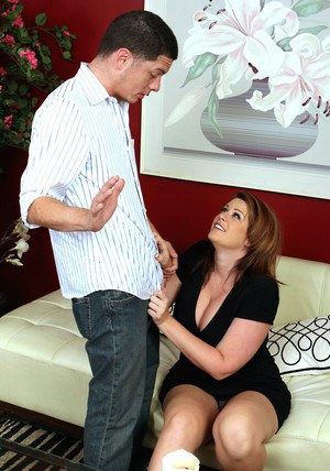 Chubby MILF Lisa Sparxxx loves hardcore fucking with a long shaft