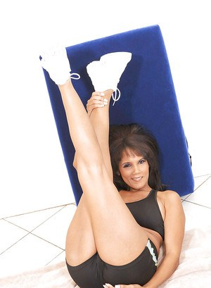 Sporty MILF Anjanette Astoria revealing juggs and spreading toned legs