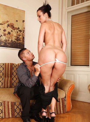 Elegant MILF in heels Simone Peach enjoys rough butt fucking